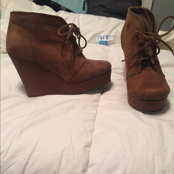 Shi by JOURNEYS Shoes - Size 9 shi booties
